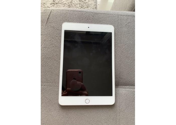 iPad mini 4° geração 128GB Silver - Seminovo