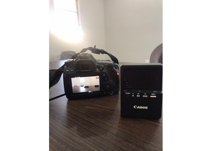 Câmera Canon 80D + Lente 18 - 135mm - Seminovo