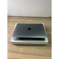 """Macbook Pro 13"""" (2020) Space Gray Touch Bar/ID - i5 2.0Ghz 10˚ Geração / 16 GB com 3733 MHz / 1TB SSD/ Intel Iris Plus Graphics Teclado espanhou - SEMINOVO"""