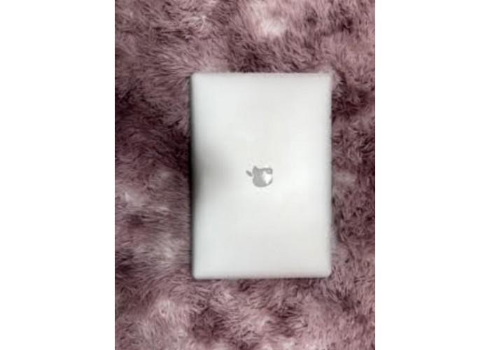 MacBook Pro 15 mid 2015, SSD 512GB, 16GB Ram,  i7 3.7GHz - Seminovo