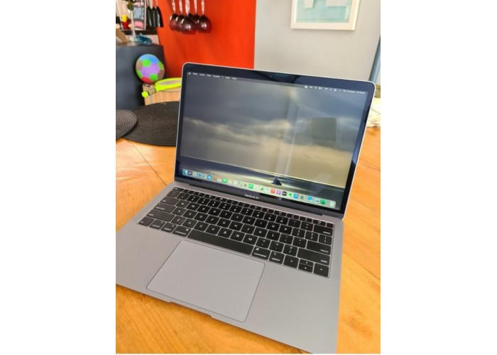"MacBook Air 13.3"" Space Gray 8GB 512GB SSD i5 1.6GHz - Seminovo"